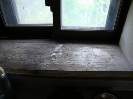 窓枠シート張りリフォーム前