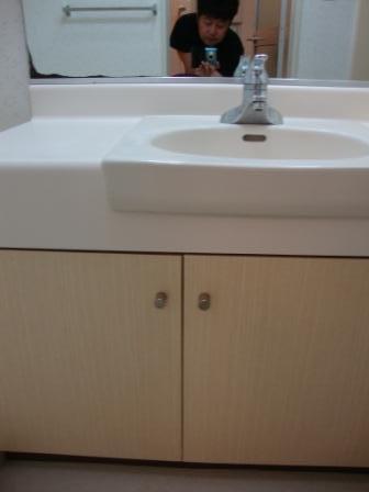 洗面台 扉修理後の写真